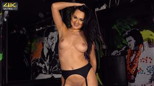 wankitnow-20-08-14-bonnie-pay-you-more-to-strip.jpg