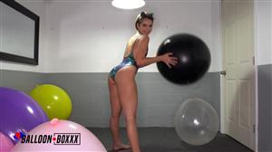 amateurboxxx-20-04-25-natalie-porkman-masturbates-wildly-on-balloons.jpg
