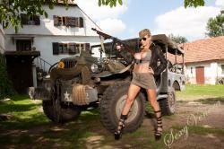 sexyvenera-army-jeep-01.jpg