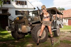 sexyvenera-army-jeep-03.jpg