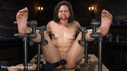 Kink.com- Big Booty Bitch Gets Beat Down