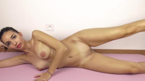 Beautiful College Girl Does Her Workout Routine Naked And Gets Horny [amateurs]