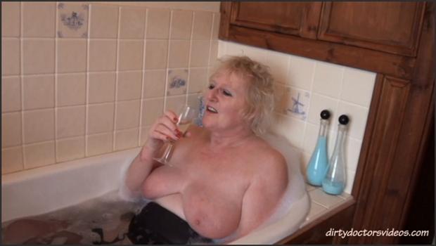 Dirtydoctorsvideos.com- Bathtime Fun  Oily Massage
