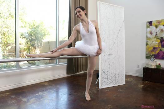 https://t45.pixhost.to/thumbs/402/162312046_petite_ballerina_spinner_001.jpg
