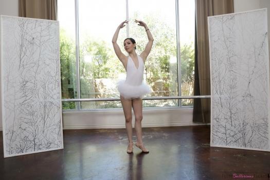 https://t45.pixhost.to/thumbs/402/162312147_petite_ballerina_spinner_006.jpg