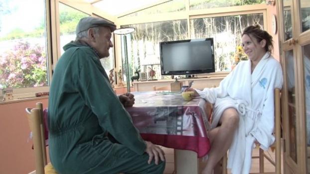 Lafranceapoil.com- Papy et ses voisines une grande histoire (de cul)