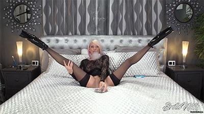 Eroticnikki.com- Sinfully Sensual Smoking In Stockings