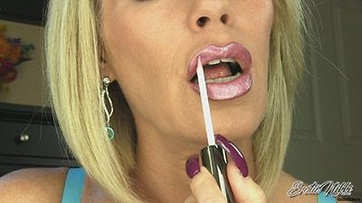 Eroticnikki.com- Big Shiny Lips