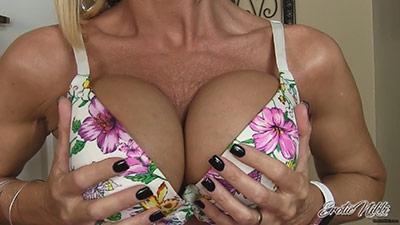 Eroticnikki.com- Bra Teasing MILF Nikki