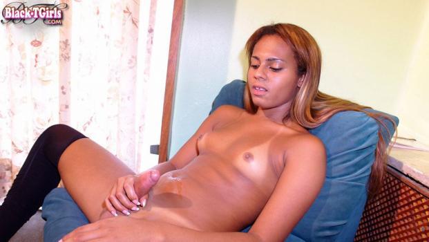 Black-tgirls.com- Gorgeous Geovana De Castro Cums