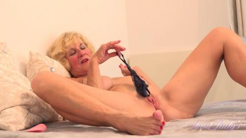 AuntJudys 20 08 19 Molly Fantasizes While Playing With Her Stockings And Herself XXX 1080p MP4-KTR