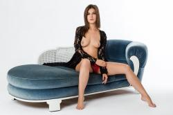 zoyaechaiselongue_005_erotic-art-photography_gallery.jpg